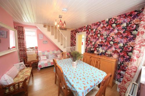Perfect for family holidays Cully Cottage in Ballinamore accommodates up to 7 people